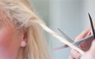 Κλέφτες αρπάζουν τα μαλλιά των γυναικών