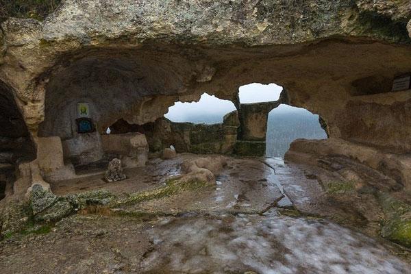 Μία πόλη μέσα σε σπηλιές!