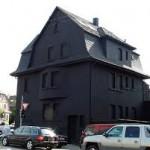 Σπίτι σε μαύρο... χρώμα!