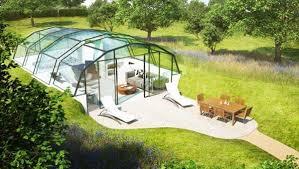 Το ασυνήθιστο γυάλινο σπίτι!