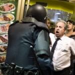 Ο ιδιοκτήτης μπαρ που προστάτευσε διαδηλωτές