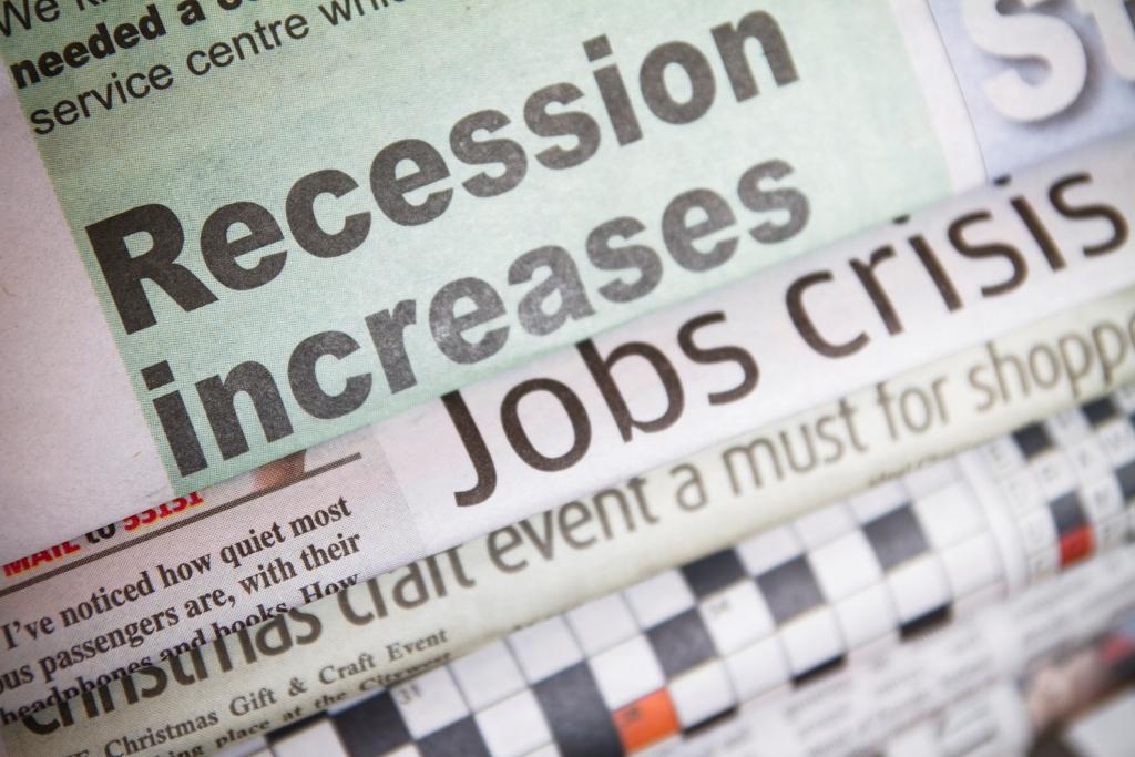 Σε ιστορικά επίπεδα η ανεργία των νέων