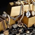 Πέταξε στα σκουπίδια τα πανάκριβα κοσμήματα της γυναίκας του!