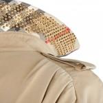 H Burberry έγινε ο πρώτος μεγάλος οίκος μόδας που σπάει τα τείχη αυτή τη σεζόν, διοργανώνοντας την πρώτη τρισδιάστατη επίδειξη μόδας