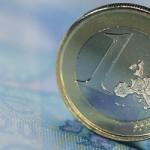 Κατασχέσεις μισθών και συντάξεων για οφειλές άνω των 1.000 ευρώ ζητά η τρόικα