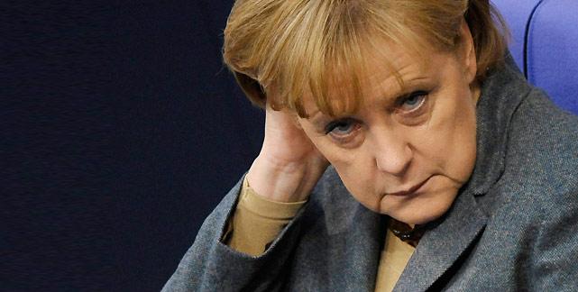 Reuters: Οι γεωπολιτικές εντάσεις «έπεισαν» τη Μέρκελ να κρατήσει την Ελλάδα στην Ευρωζώνη