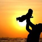 Τα παιδιά είναι πιο ευτυχισμένα όταν επικοινωνούν με τον πατέρα τους