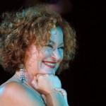 Μονή Λαζαριστών: Η Τάνια Τσανακλίδου με ζεϊμπέκικα και ροκ