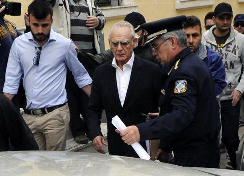 Με αποκαλύψεις από τη φυλακή προειδοποιεί ο Ακης Τσοχατζόπουλος